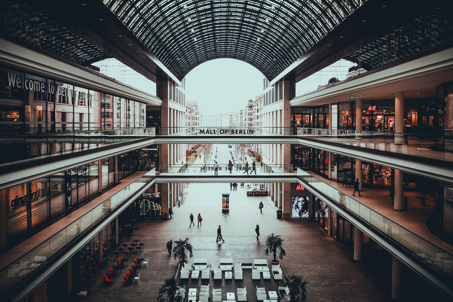 etaLight Anwendung Schaufenster in der Mall of Berlin