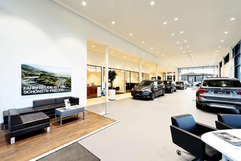 etaLight Anwendung Ausstellung im BMW Autohaus